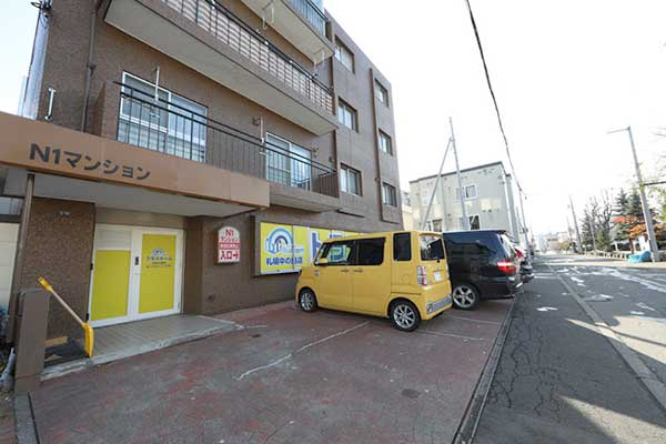 トランクルーム札幌中の島店 駐車スペース