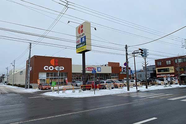 セルフストレージ札幌北郷店 駐車スペース