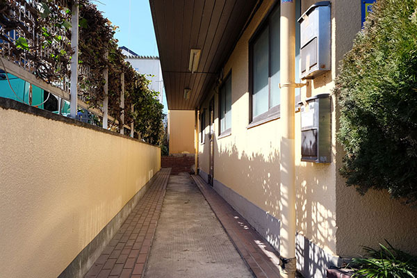 トランクルーム鶴見栄町入り口