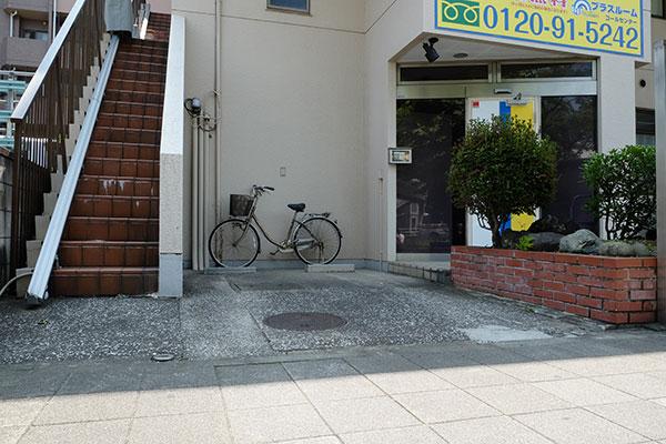 トランクルーム鶴見市場店 駐車場